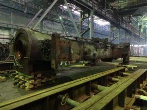 Фото промышленного оборудования в процессе демонтажа